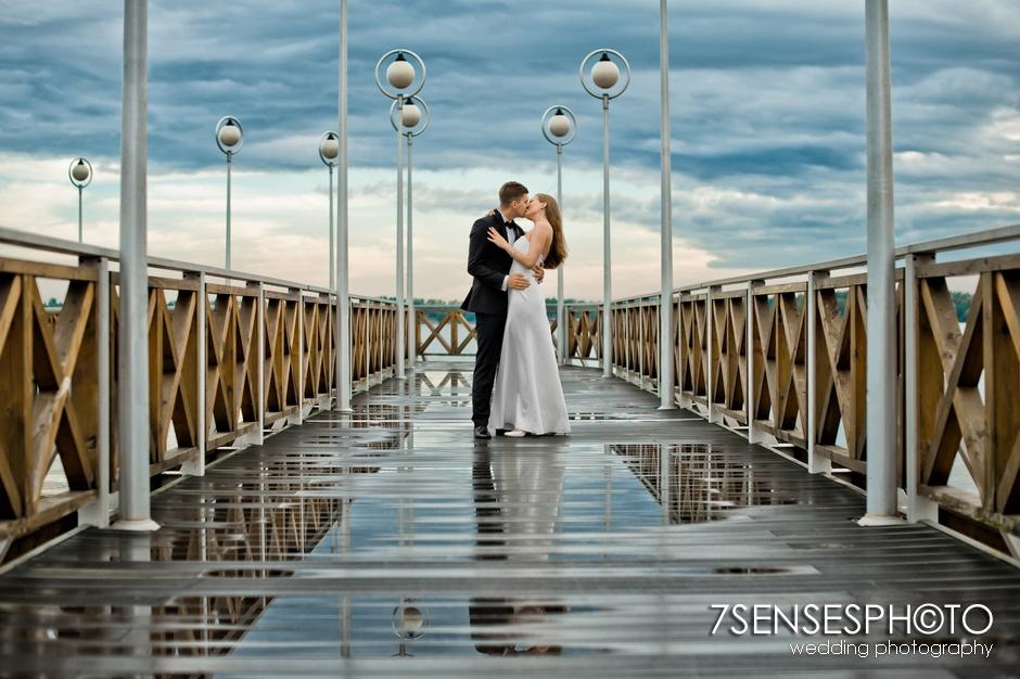 7SENSESPHOTO sesja ślubna jezioro molo 26