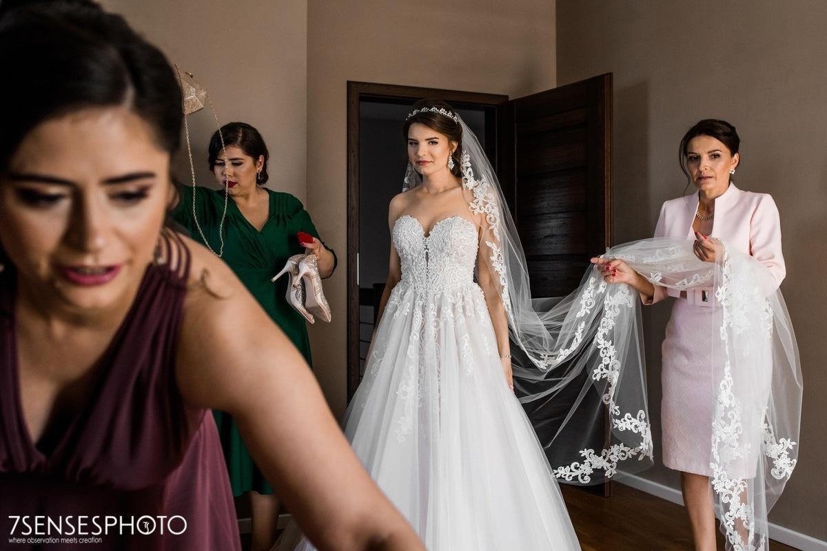 Panna Młoda suknia ślubna Stella York 6692