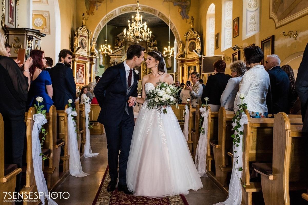 Panna Młoda suknia ślubna Stella York 6692 kościół w Kazimierzy Wielkiej