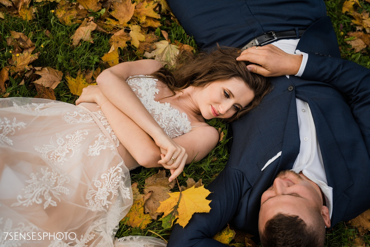 Park Romantyczny w Arkadii i Nieborowie sesja ślubna para młoda jesienny plener