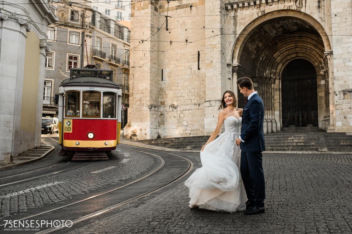 Sesja ślubna w Lizbonie, Portugalia, tramwaj, Katedra Se
